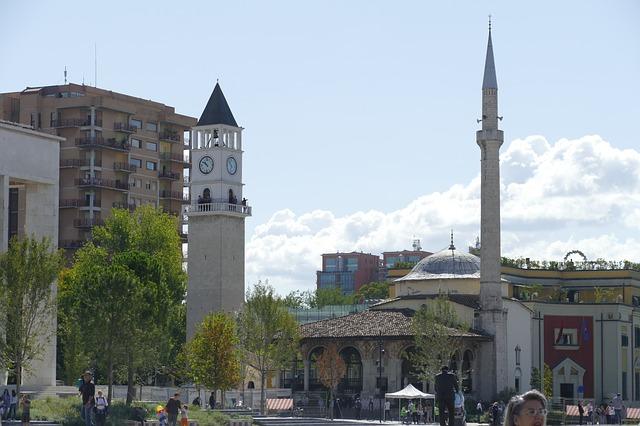 מרכז העיר, הכנסייה ומסגד אטהם ביי בטירנה