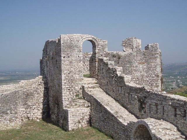 Berat Castle - טירת בראט