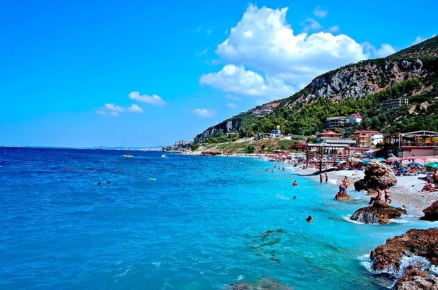 החוף בעיר ולורה Vlorë