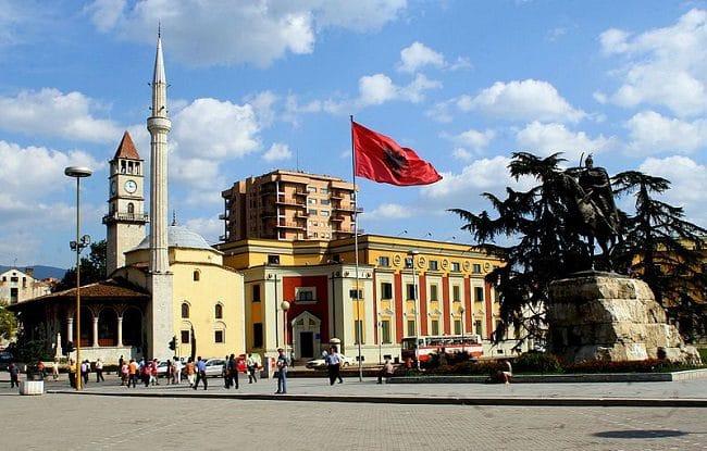 כיכר העיר טירנה