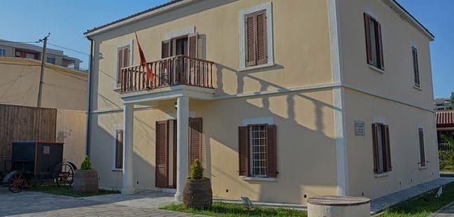 מוזיאון העצמאות הלאומית בולורה אלבניה