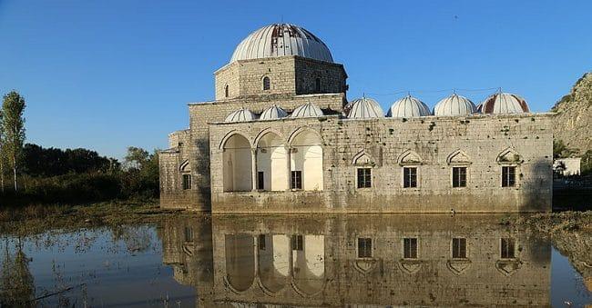 מסגד Lead בשקודרה
