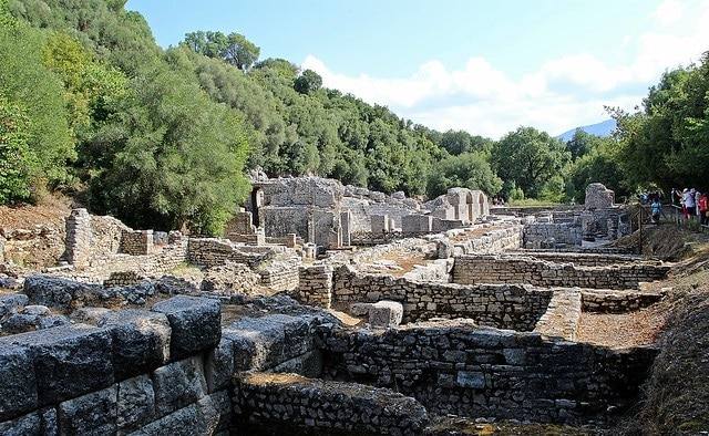 שרידי העיר העתיקה בוטרינט
