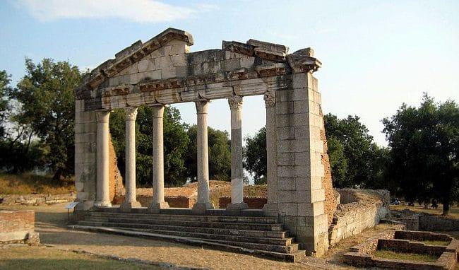שרידי מבנה עתיק באפולוניה שבאלבניה