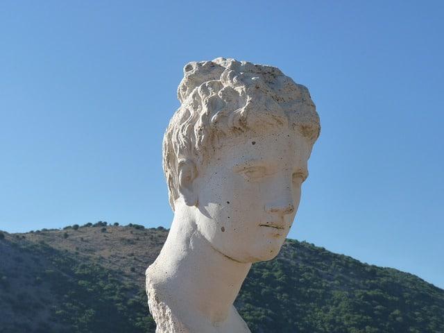 פסל אשה בבוטרינט