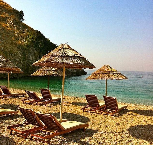 חוף טיפוסי בהימרה