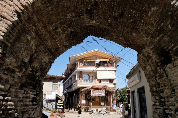 אלבניה - מדינה שהיא הזמנה להרפתקה