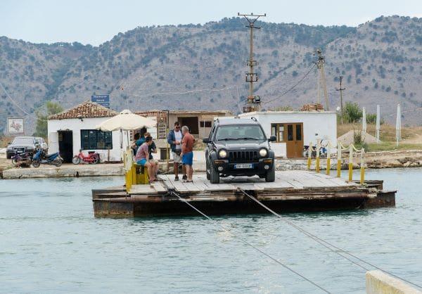 מעבורת רכב בין אלבניה לשכנותיה