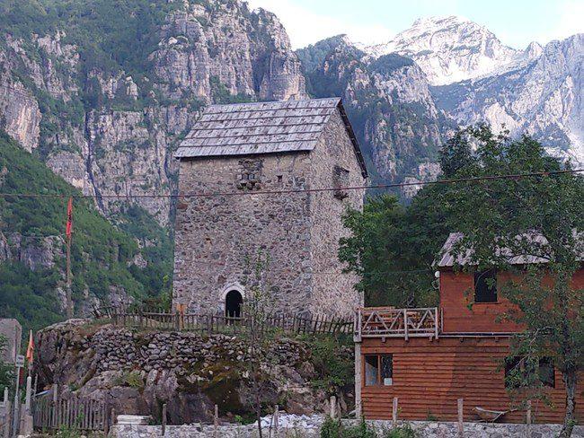מגדל Nikoll Koceku - צילום - משפחת בן שדה