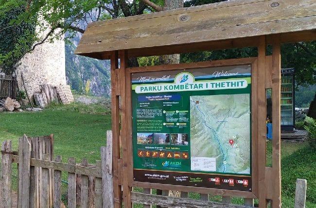 שלט מידע של הפארק הלאומי טת - צילום - משפחת בן שדה
