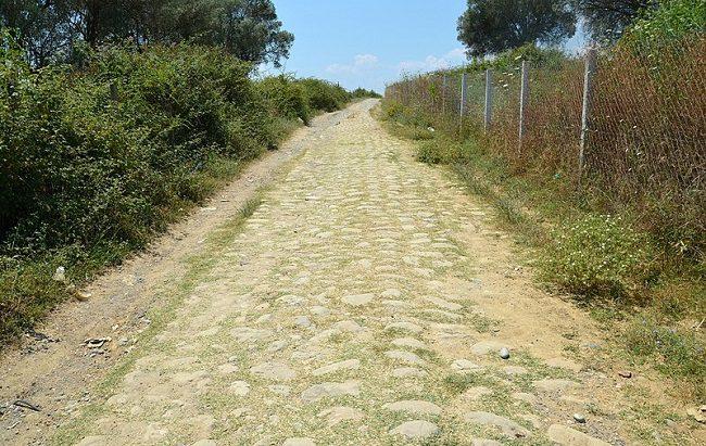 השביל של ויה אגנתיה ליד פקין