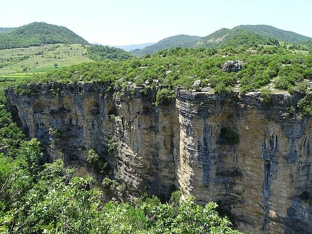 קניוני אוסום ליד העיר Corovoda
