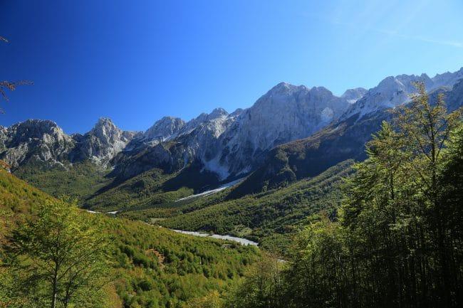 הנוף לאורך טרק פסגות הבלקן באזור ולבונה