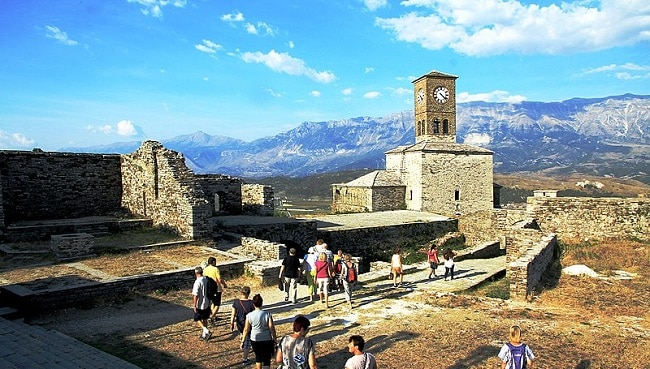 טירת-גירוקסטרה-ביום-שמשי-מצודת-גירוקסטרה-באור
