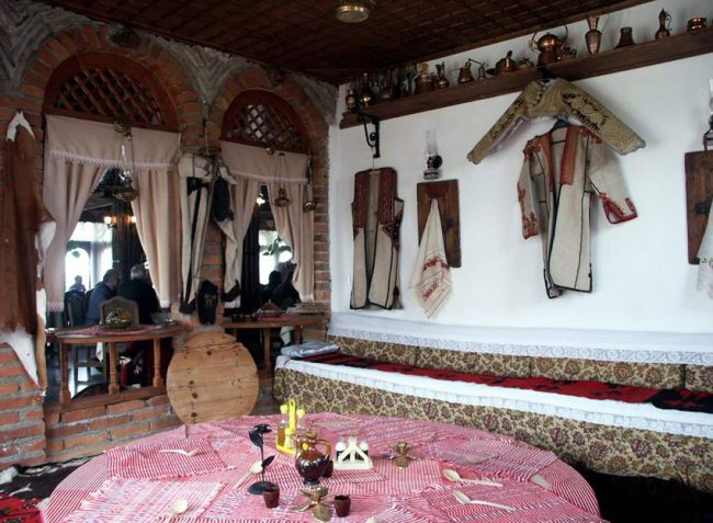 oda - סלון אלבני מסורתי