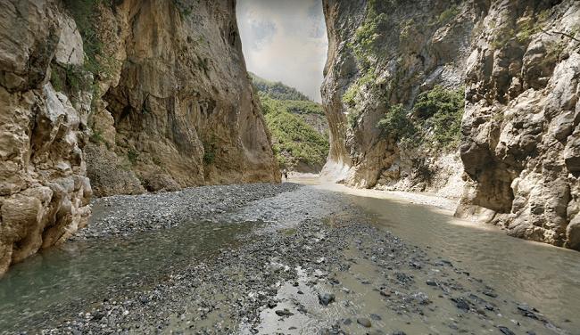 קניון-הולטס-אלבניה