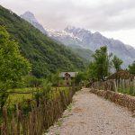 הכפר דרגוביה באלבניה – הכפר האידיאלי לחובבי אדריכלות, היסטוריה וטרקים
