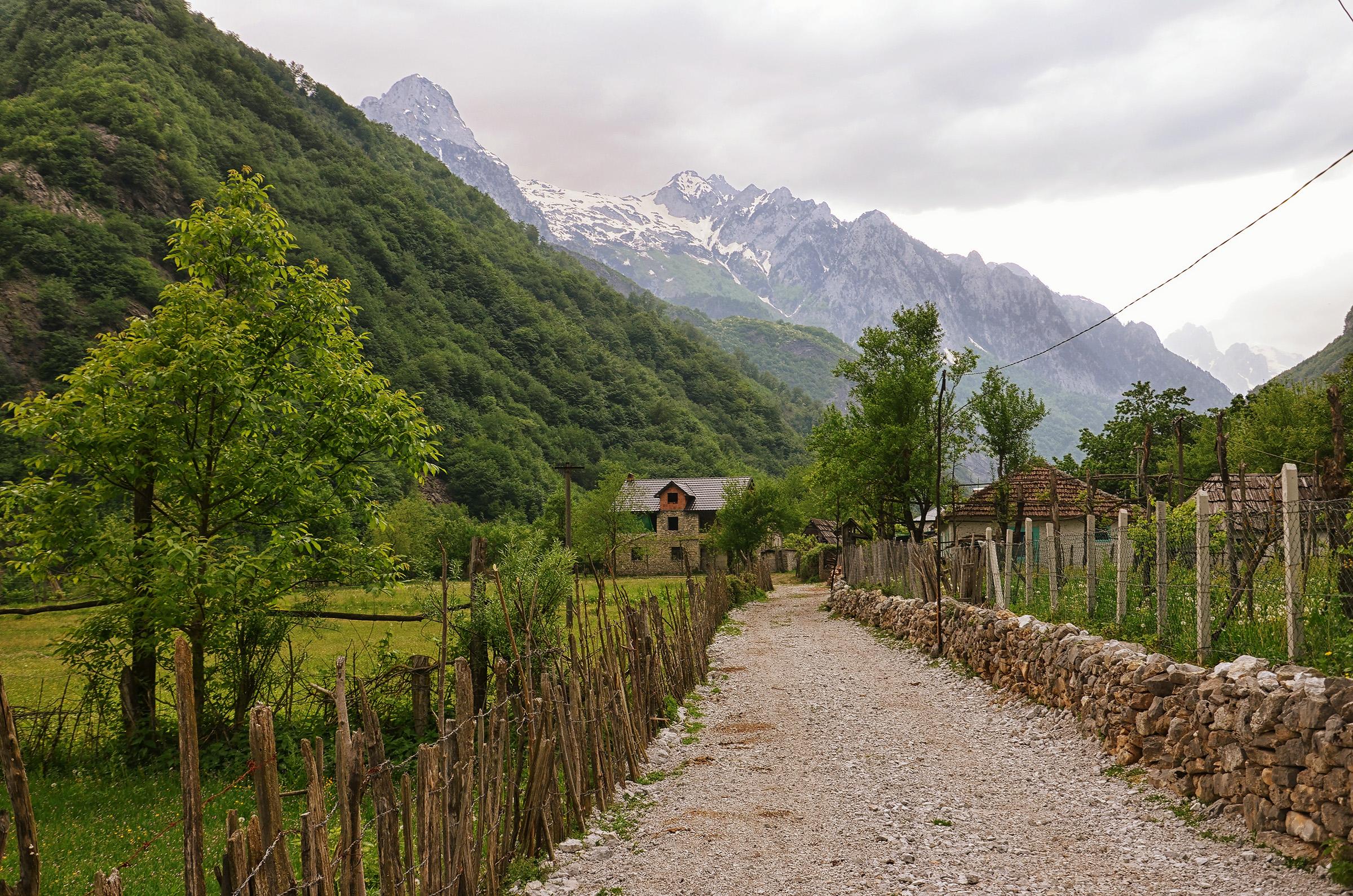הכפר דרגוביה בצפון אלבניה