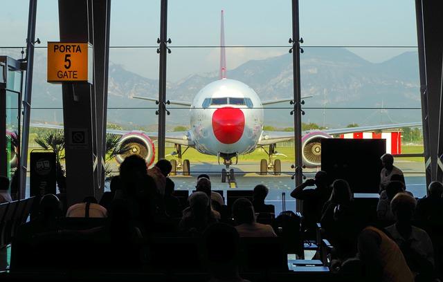 טיסות לטירנה - מטוס בנמל התעופה תרזה